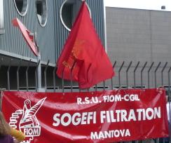 Striscione degli operai della SOGEFI